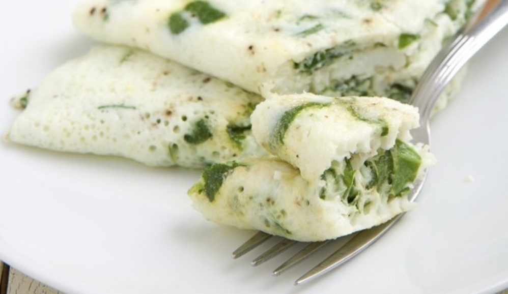 Spinach and Mozzarella Egg White Omelet