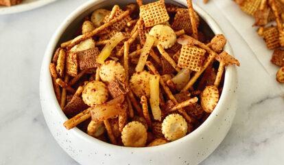 Spicy & Crunchy Snack Mix