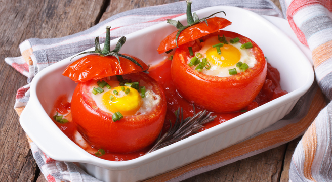 Baked Eggs, Ham and Asparagus in Tomato Cups