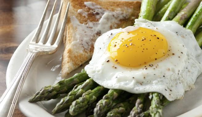 Sunny Side Up Eggs Over Asparagus
