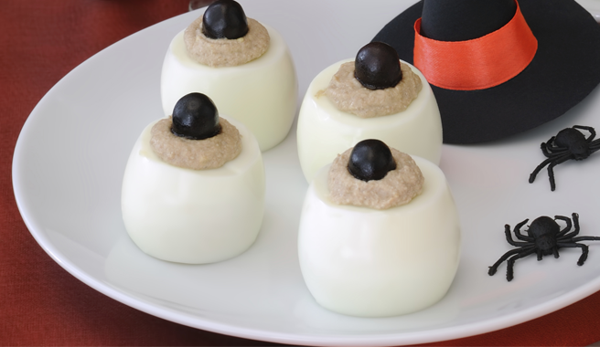Eyeball Halloween Deviled Eggs
