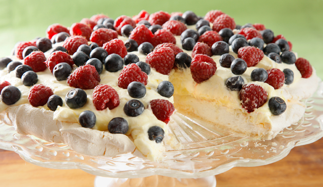 Pavlova with Berries and Lemon Curd